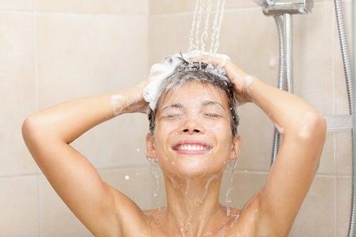 Onko suihkussa käynti monta kertaa päivässä haitaksi?