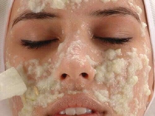 Kirkas iho kotikonstein luonnollisesti