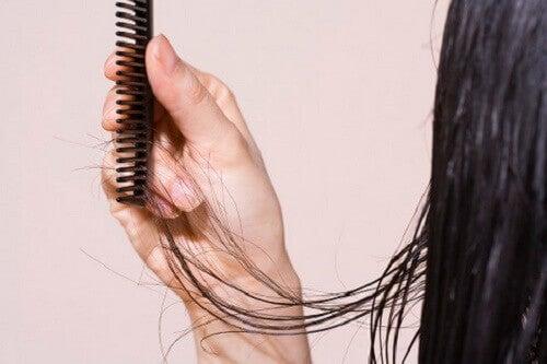 5 keinoa hiustenlähdön ehkäisyyn
