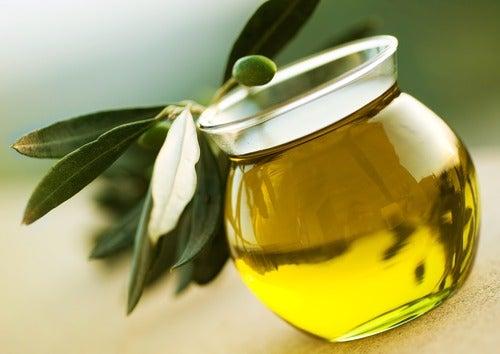 pehmeämmät hiukset oliiviöljyllä