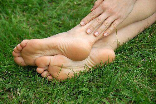 Hoida jännetulehdusta lepuuttamalla jalkoja.