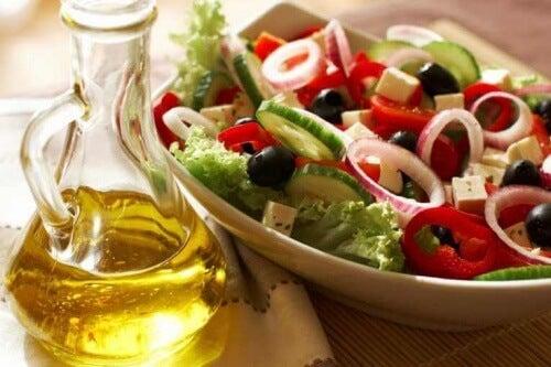 Välimeren ruokavalio sisältää paljon salaattia