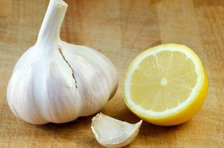 Valkosipulia ja sitruunaa verisuonien puhdistamiseen