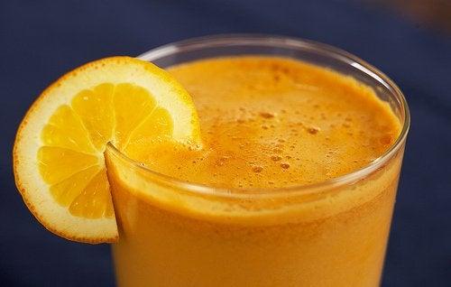 Appelsiini-porkkanamehu rannekanavaoireyhtymän hoitoon