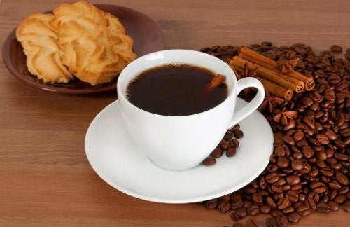 Kahvia ja pikkuleipiä
