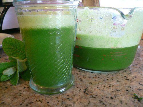 Klorofylli vihreä juoma