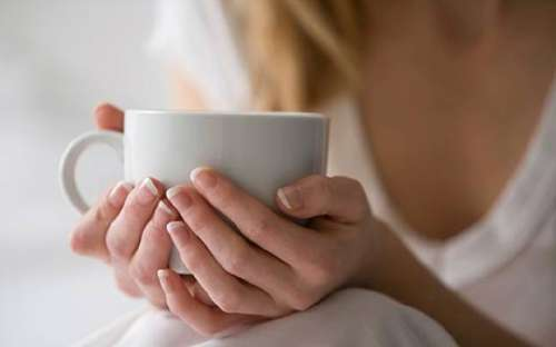 Teetä kurkkutulehduksen hoitamiseksi.