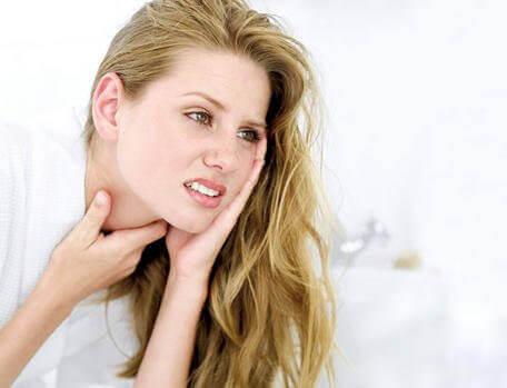 Kurkkutulehduksen hoito onnistuu myös luonnollisin keinoin.