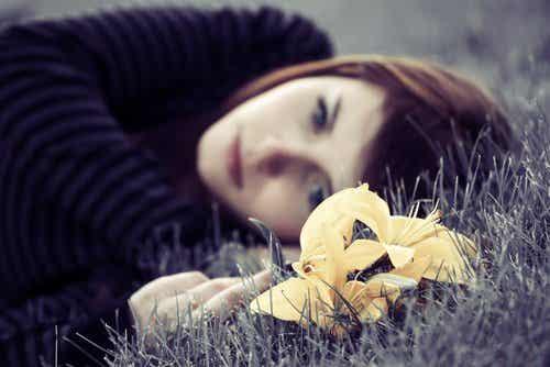 4 vinkkiä päästäksesi yli surullisesta olosta