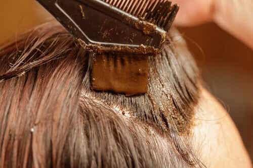 Henna: terveellinen ja luonnollinen keino värjätä hiuksia