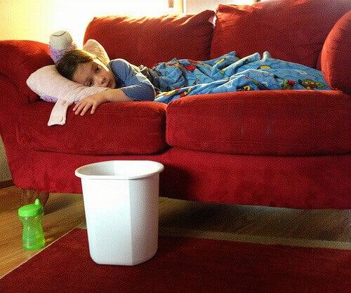 Kipeä lapsi sohvalla