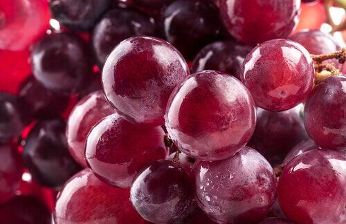 Punaiset viinirypäleet