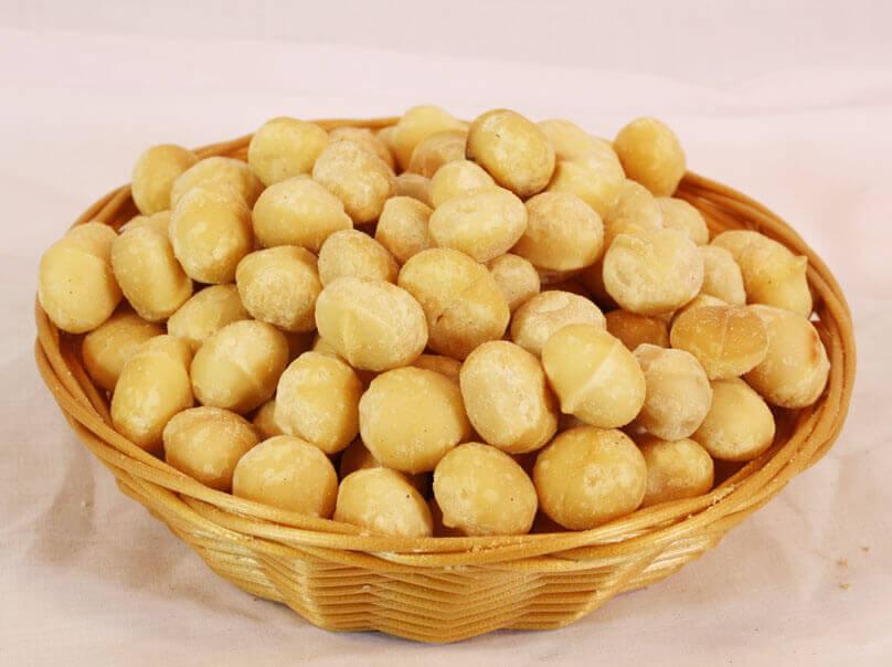 Pähkinät ovat terveellinen välipala.