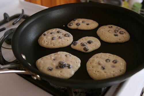Raskasmetalleja päätyy ihmisen kehoon mm. niitä sisältävistä keittiövälineistä.