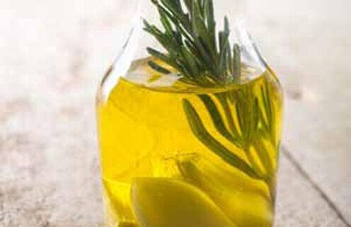 vaihda valmisruoat itsetehtyyn mausteöljyyn