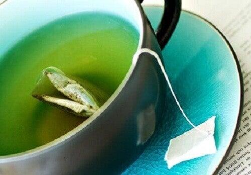 Vihreä tee auttaa polttamaan rasvaa.