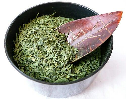 vihreä tee inkivääri ja kaneli