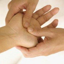 Estä käsien kihelmöinti painamalla kättä