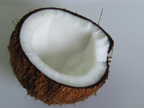 Puolikas kookospähkinä