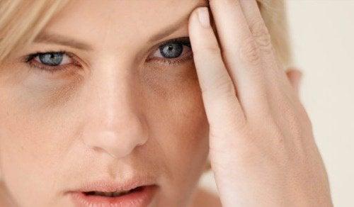 Naisen päätä särkee sydänkohtauksen vuoksi