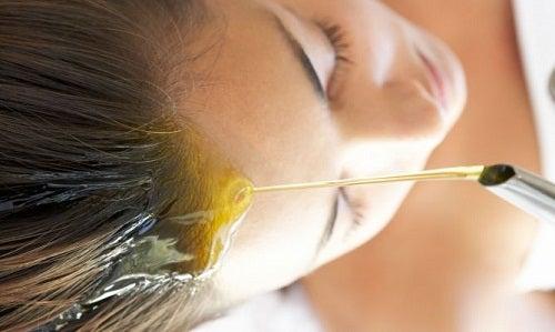 Oliiviöljy hiuksille