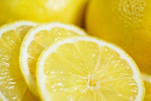 Sitruunalla litteä vatsa