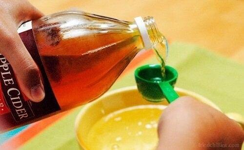 Omenaviinietikka arpien häivyttämiseen