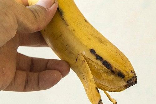 Banaani kädessä