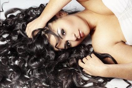 Faktoja ihmiskehosta: kiharat hiukset