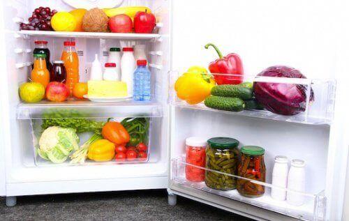 Ruokasooda jääkaapin hajujen poistoon