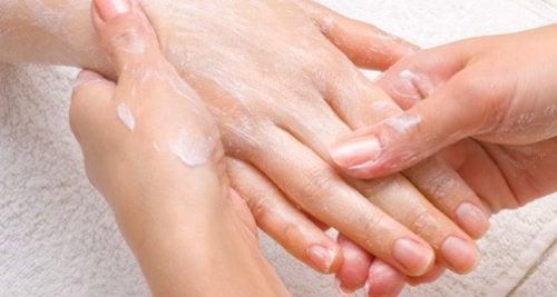 Pidä kädet kauniina ja sileinä