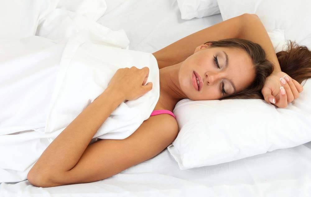 nainen unessa