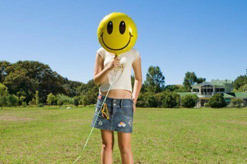 Hymynaamailmapallo tekee onnelliseksi