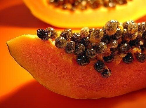 Papaija kaulan ihon vaalentamiseen