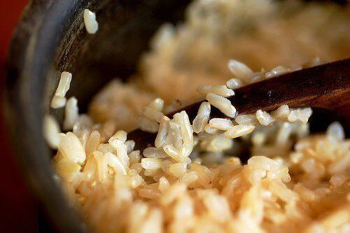 Ruskea riisi kehon puhdistamiseksi