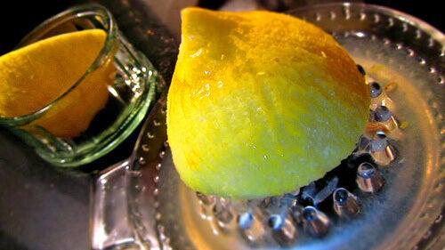 Sitruunan puristus