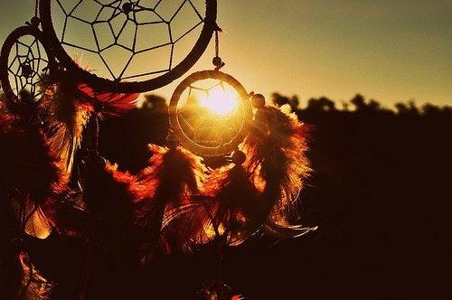 Unisieppari ja auringonlasku