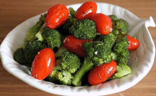 Parsakaali ja tomaatit