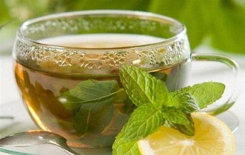 Vihreä tee ja sitruuna
