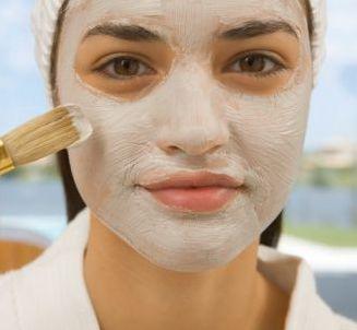 Kasvonaamiot, jotka auttavat pienentämään suurentuneet ihohuokoset