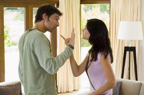 Myrkyllisissä suhteissa riidellään