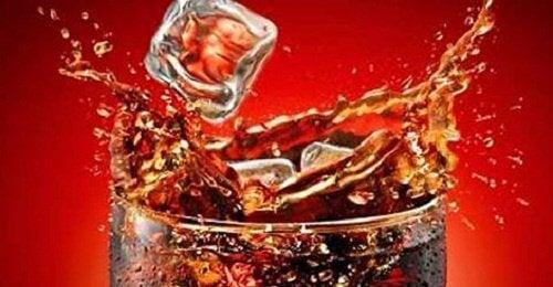 Mitä kehollesi tapahtuu kun juot Coca-Colaa?