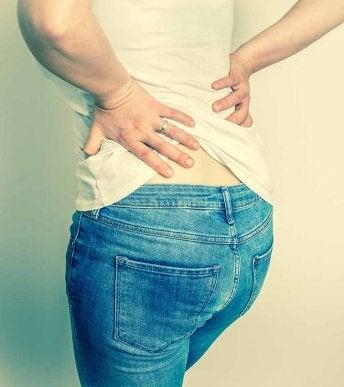 Lantio-ongelmat voivat aiheuttaa myös selkäkipuja.