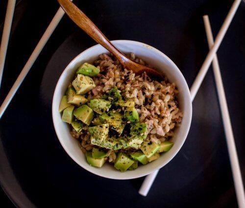 Avokadot riisin kanssa
