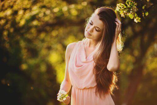 Kauniit hiukset pellavansiemenvedellä