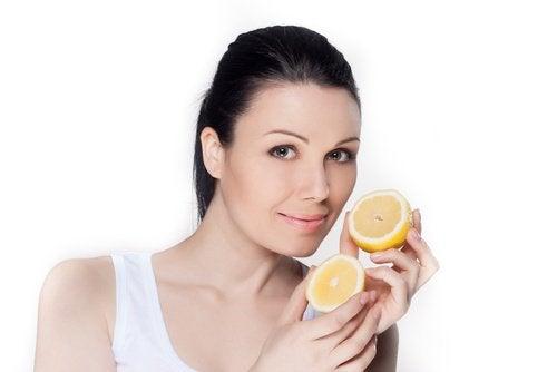 Sitruuna ihon tummentumien poistoon