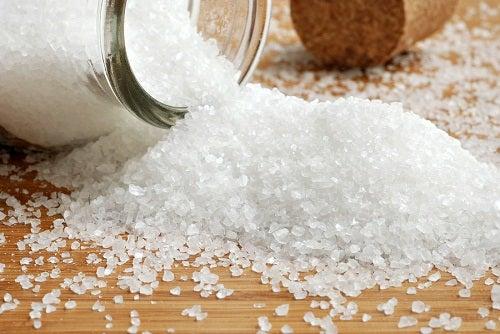 Migreenin hoitoon voi käyttää suolaa.