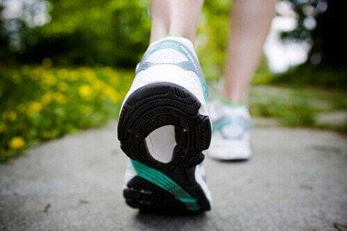 iskiaskipua voi hellittää kävelemällä
