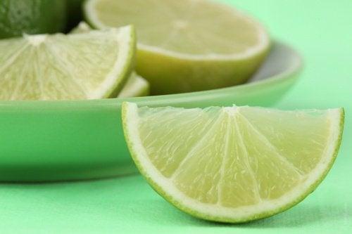 helpota päänsärkyä sitruunan tai limen avulla