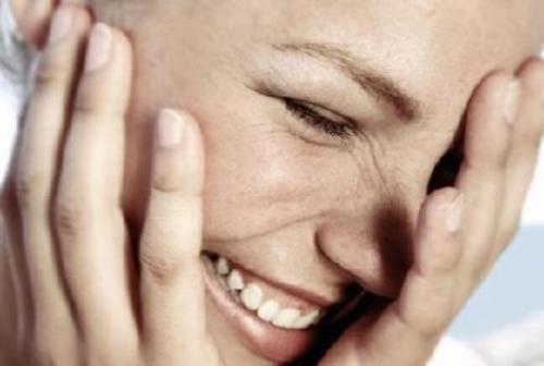 Muistin virkistäminen naurun avulla